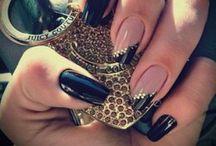 • Manicure •