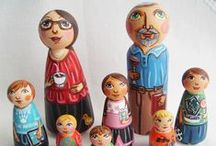 Personalized custom family wooden peg dolls / It's a personalized peg doll family made to order. It's hand painted with the non-toxic acrylic paints and varnished using the non-toxic water varnish to make it damp-proof.