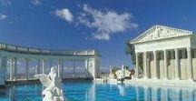 Бассейны замка Херста в Калифорнии.The pools at Hearst Castle / Замок Херста.  Наиболее известный проект,частного поместья в США.Автор проекта первая женщина архитектор  в Калифорнии - Джулия Морган. Замок медиа магната Уильяма Херста, возводился с 1919 по 1947 год  и считался наиболее дорогим рукотворным памятником человеческой личности со времен египетских пирамид.