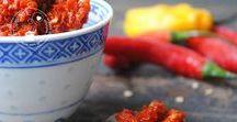 Sambals, sausjes en dressings / Een leven zonder sambal bestaat niet! Ook pittige sausjes zijn onmisbaar bij veel gerechten. Zelf sambal maken is helemaal niet moeilijk. Op dit bord zul je veel sambal recepten gaan vinden.