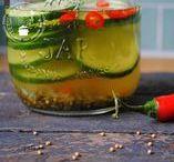 Pickles en zoet zuur / Hier vind je veel recepten om pickles te maken of groenten in te leggen. Ik ben gek op zoet zuur bij mijn eten!