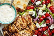 Greek food/Griekse recepten / Tijdens mijn vakantie op Corfu heb ik kennis gemaakt met de Griekse keuken en gerechten van Corfu. Ik ben geheel onverwacht verliefd geworden op deze keuken! Daarom een speciaal bord met heerlijke recepten die ik graag wil uitproberen.