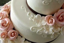 Amazing Cakes and Cupcakes / Beautifully decorated cakes & cupcakes / by Cathy Sacco