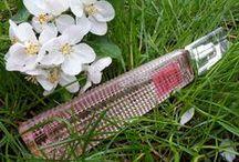Parfumy ideálne na letné dni a večery / Naše svieže vône sú ako stvorené pre letné obdobie plné hravosti. Inšpirujte sa a bavte sa. Viac takýchto vôní na http://goo.gl/fo4WqL