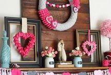 Holiday Decorations / Holiday decorating ideas. Printables, decor, wreaths, DIY Holiday decor, etc.