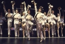 That's the Broadway Melody! / And a 5, 6, 7, 8!