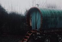 "Le pays d'Oz / Cirque itinérant de ""monstres humains""."