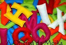 Alfabeto / As letras são feitas em feltro, com enchimento.  Têm,à volta de 16 cm de altura.  Para mais informações: mensagem privada ou aoficinadamoika@gmail.com