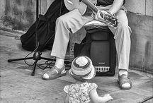 Street musicians / Gente que no conozco... Que nunca he escuchado... Y al verlos por primera vez se que existen como yo existo...