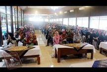 Universitas / Khusus bagi mahasiswa yang ikut edukasi, ada forum yang menghadirkan tim management dan sesi tanya jawab yang seru. Namun sebelum forum dilakukan, peserta akan di ajak berkeliling dan mengenal Kampung Coklat.