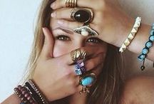 Photography:  Senior Girl / Posing, location and styling inspiration for senior girls.