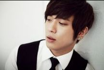 Jung Yong Hwa / Jung Yong Hwa South Korean musician, singer, songwriter, producer and actor. His name is also written as Jung Yonghwa, Yong-Hwa, or Yong Hwa - Wikipedia Date of birth: 22 June 1989 (age 25) Genre: Pop music, Rhythm and Blues, Contemporary rhythm and Blues, Rock music Cooperation: CNBlue Height: 1.8 m
