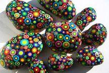 007 Pedres pintades / Busca aqui l'inspiració per pintar la  teva pedra.