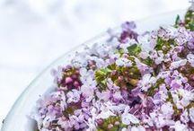 Herbs and medicinal plants / Ces plantes si utiles à notre santé et notre alimentation. Délicates parfois, délicieuses souvent.