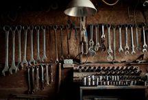 Herramientas y taller / Herramientas antiguas y modernas, espacios de trabajo para madera y metal.