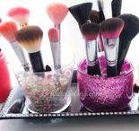 Makeup Brushes / Makeup Brushes and Makeup Brush Holder Ideas!