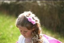 Bruidshaaraccessoires voor bruidsmeisjes / Niet alleen de bruid maar ook de bruidsmeisjes mogen schitteren, dat lukt zeker met de haaraccessoires van Hip & Haar. http://www.hipenhaar.nl
