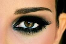 Smoky Eyes / Smoky eyes är alltid lika trendigt, och nu är det dessutom enkelt att fixa till en smoky eyes look.