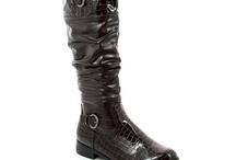 Nos Bottes pour la Femme / Suivez notre catalogue de souliers pour femmes. Au menu de ce Board, toutes nos bottes. Cavalières, fourées, à talons ou plates, Faîtes-vous plaisir