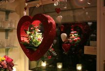 valentines window display ideas / ideas for retail window display, in-store display, and valentines events.