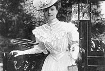1900s day fashions /  │1900s day and afternoon fashions │ women's vintage fashion from 1900-1909 │ fashions would start the decade still looking slightly Victorian and women still wore corsets │ the S-bend silhouette emerged and the Gibson girl look was in vogue │ towards the end of the decade the new Edwardian style appeared with an empire waistline and less emphasis on the corset │