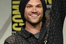 Jared Padalecki / The average height of a moose is 6´5. Jared Padalecki is 6´4.  Coincidence? I think not.
