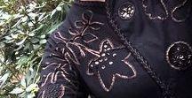 Aplikacje odwrócone. Tatiana Dąbrowska. / Artystyczne szycie ręczne i maszynowe. Techniki zdobienia ubrań. Twórczość i natchnienie w odzieży.
