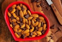 Almonds + Snack Combo Ideas / February is National Snack Food month! Since nothing derails healthy eating goals like bad snacking, we're serving up our favorite satisfying, energy-boosting almonds #snack combinations to keep you on track. #CrunchOn