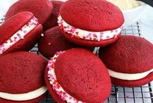 Whoopies + Macaroons / Whoopie pies, macaroons and other non-traditional cookies.