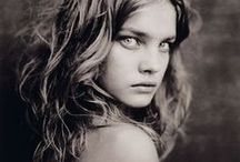 Tyttöjä / Taulussa näet ihanaisia tyttöjä  eri tavoin kuvattuina...