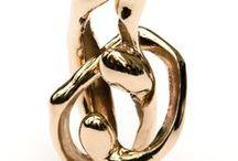 Inspiration Libertango / Ce pendentif en bronze parle de l'amour, entre fusion et impossibilité de se rejoindre vraiment. Il parle de cette danse infinie qui relie parfois deux êtres Quelques images pour l'illustrer.