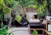 Gartenoasen / Lasst es euch auf eurer Terrasse oder in eurem Garten so richtig gut gehen. In Hängematten und auf Gartenliegen verbringt ihr entspannte Stunden. Sonnenschirme sorgen für angenehmen Schatten und mit Grills genießt ihr den Sommer auch kulinarisch.