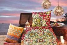 traumhafte Deko & Textilien / ...sind entweder ein atemberaubender Blickfang oder aber eine dezente, angenehme Ergänzung zu eurem individuellen Einrichtungsstil. Chice Deckenbezüge, auffällige Metallbilder oder dezente Vorhänge setzen aparte Akzente in eurem Zuhause.