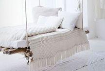 Wohnen in Weiß / Entdeckt moderne Wohntrends in Weiß und wie ihr eure Wohnung auch ohne viel Farbe geschmackvoll einrichten könnt.