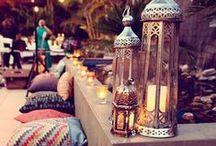 Ethno / Der Ethno-Stil begrüßt Einflüsse von Kulturen aus aller Welt. So definiert sich die Einrichtung über exotisch und orientalisch angehauchte Möbel, verziert mit interessanten Mustern und bunten Farben. Stöbere in unserer Sammlung und finde tolle Inspirationen für dein Zuhause!
