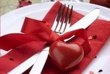 <3 Tischdeko am Valentinstag / Kerzen, Blumen und Herzen in Rot oder Rosa - die perfekten Accessoires für eure Tischdeko am Valentinstag!