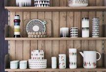 ScandiKitchen / Holt den skandinavischen Einrichtungsstil mit freundlichen Farben, auffälligen Mustern, hellem Holz und geradlinigen Accessoires in eure Küche. Auf in den hohen Norden!