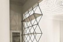 Bauhaus / Ihr mögt eine schlichte und zurückgenommene Ästhetik? Dann führt kein Weg am Bauhausstil vorbei! Wir haben unsere liebsten Designklassiker á la Eames, Mies van der Rohe und Corbusier für euch zusammengestellt. Design für die Zukunft!