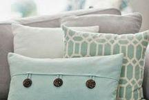 подушки / На доске собраны диванные подушки выполненные в различных техниках