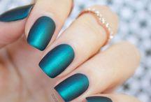 Naglar / Inte för att jag är intresserad av naglar, och inte för att jag målar naglarna, utan bara för att