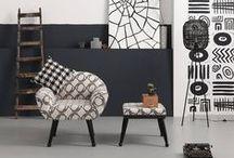 KARE - kolekcja Picassimo / Picassimo to czarno-biała ikona ponadczasowego stylu, którego lata świetności nigdy nie przeminą. Fotele w stylu retro i tapicerowane ławki w stylu francuskim, to tylko nieliczne meble w pepitkę, które napotkamy z trakcie odkrywczej wędrówki z tą serią. Koneserzy mody i designu docenią zarówno jej mocne zakorzenienie w klasyce wzornictwa, jak i wyraźnie awangardowy charakter, który we wnętrzu stanowić będzie przykuwający wzrok i uwagę akcent.