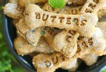 Homemade Dog Treats / Puppy Chow isn't the only form of dog food. Instead of breaking the bank buying generic pet food, try making some of these homemade dog treats. They are so good, you might want to eat them!