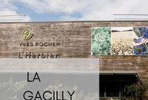 Eine Reise nach La Gacilly / Die Geschichte von Yves Rocher ist untrennbar mit der Geschichte seines Dorfes verbunden. La Gacilly ist ein lebendiger Ort voller Leidenschaft, der das Gleichgewicht zwischen Industrie, Handwerk und dem Respekt vor der Natur gefunden hat. Jedes Jahr besuchen Tausende diesen Ort. Im Sommer 2017 haben sich auch einige Blogger vom Charme des Ortes verzaubern lassen. Hier findet ihr die schönsten Impressionen von unserer Blogger-Reise.