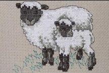 LAMPAAT/VUOHET/PÄSSIT/KARITSAT / Ristipistoin tehtyjä lampaita ym