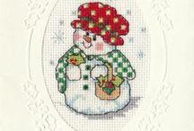 LUMIUKOT / ristipistoin tehtyjä lumiukkoja