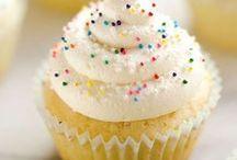 The Cupcake Board / Cakes in mini form.