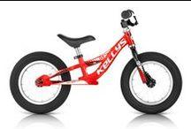 Rowerki biegowe / Rowerki biegowe rozwijają zręczność i koordynację ruchową malucha. Sporti.pl oferuje rowery dla dzieci odznaczające się łatwą obsługą i kolorową stylistyką, która na pewno spodoba się waszym pociechom. Idealne rowery dla dzieci powinny być przede wszystkim stabilne, bezpieczne i komfortowe. Tylko u nas znajdziecie rowery dziecięce, których konstrukcja jest idealne dostosowana do dziecięcej anatomii.