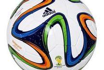 Piłki nożne / Piłka nożna to najbardziej popularny sport na świecie. Znajdziecie u nas oryginalne repliki piłek z Pucharu Świata oraz wiele innych. Zapraszamy do zapoznania się z ofertą.