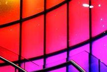 Colores - Colors / Los colores ejercen influencias emocionales en las personas. En Pahi Barcelona cuidamos los colores para que cada salón de peluquería se sienta en consonancia con su filosofía.