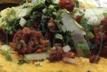 Cucina Messicana / Sono sempre in giro, spesso passo del tempo in Messico, dove ogni giorno scopro piatti nuovi e decisamente deliziosi, la cucina messicana mi attrae tanto quanto la cucina italia. seguite questa bacheca per scoprire piatti originali della cucina messicana, direttamente documentata dal Messico.